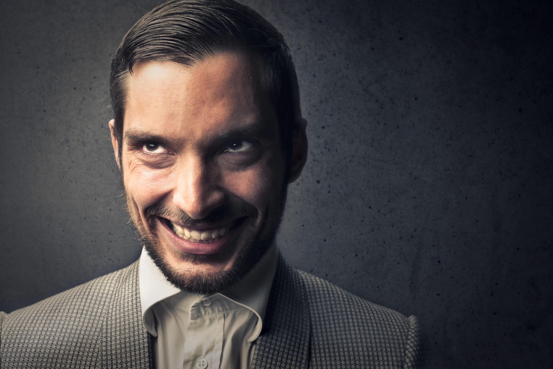 La perfidie est un des traits de caractère du pervers narcissique.
