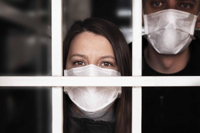 Femme victime d'un pervers narcissique en confinement